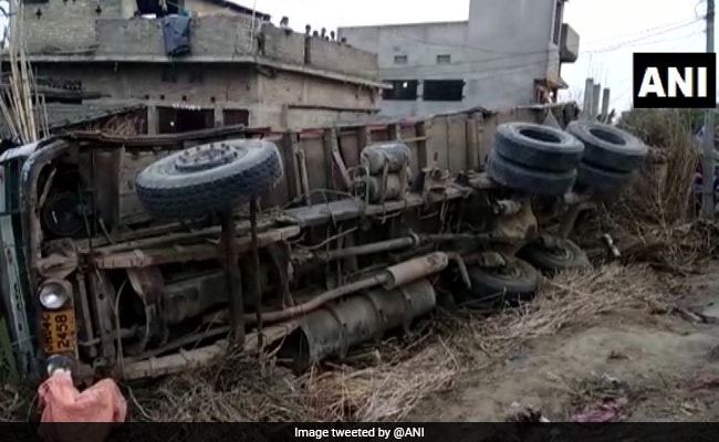 7 Killed, 2 Injured As Truck Hits Hut In Bihar's Begusarai