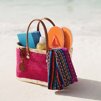 8 Must-Haves To Carry In Your Beach Bag