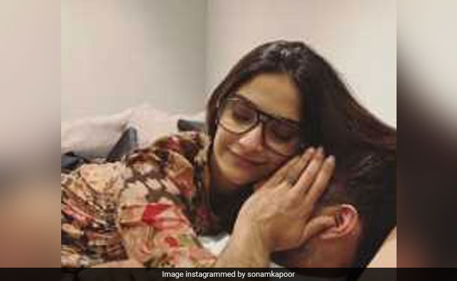 This Pic Of Sonam Kapoor And Anand Ahuja Will Make You Go Aww