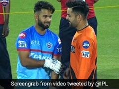 IPL 2019: ऋषभ पंत को परेशान करने पहुंचे राशिद खान, कमर पर गुदगुदी की तो किया ऐसा, देखें मजेदार VIDEO