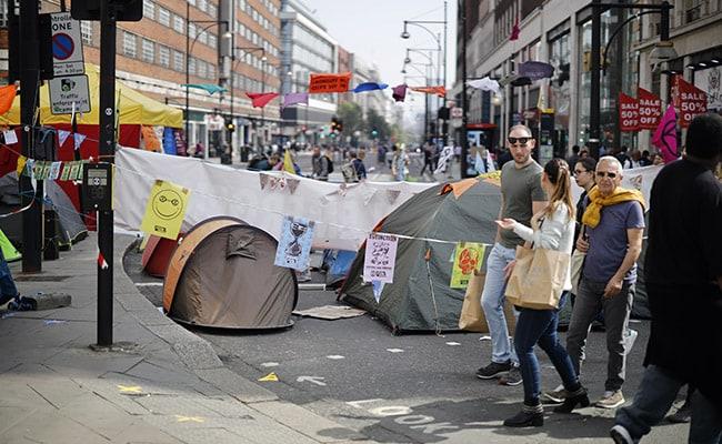 London's Climate Change Protesters Halt Street Blockade