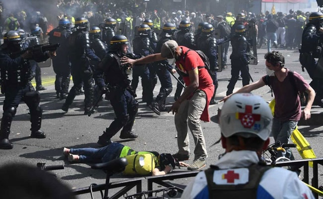 More Than 100 'Yellow Vest' Protesters Arrested As Clashes Break Out