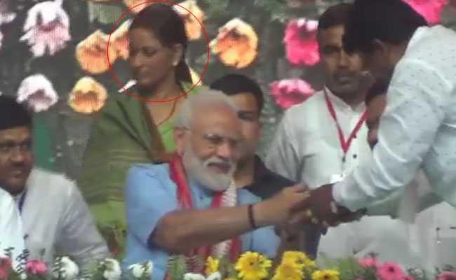 VIDEO: जिस मंच पर थे पीएम मोदी-नीतीश, वहीं मौजूद थी बेल पर रिहा JDU की MLC मनोरमा देवी
