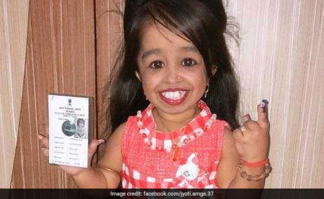 दुनिया की सबसे छोटी महिला ने डाला वोट, लोगों को दिया ये Message