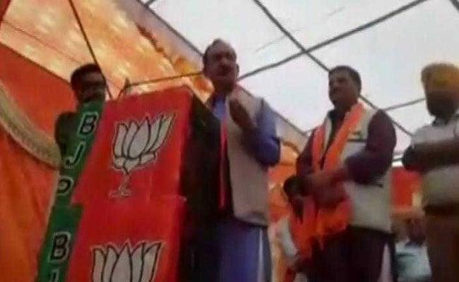 बीजेपी नेता ने रैली में दी कांग्रेस अध्यक्ष राहुल गांधी को गाली, VIDEO हो रहा वायरल