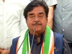 बीजेपी छोड़ कांग्रेस में शामिल हुए शत्रुघ्न सिन्हा, बोले- नोटबंदी देश का सबसे बड़ा घोटाला, मोदी-शाह तो...