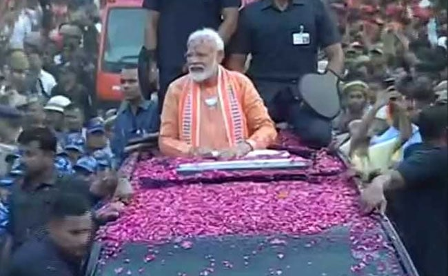 PM Modi Varanasi Road Show: वाराणसी में रोड शो के बाद प्रधानमंत्री नरेंद्र मोदी ने की गंगा आरती