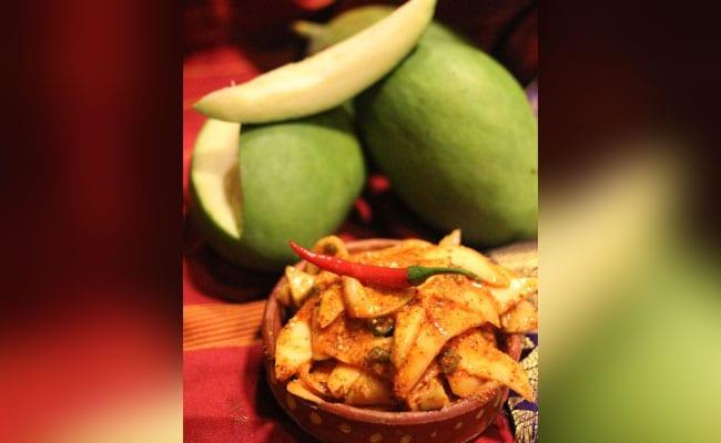 Poila Baishakh Foods 2019: GELO CHOITRO ASCHHE BOISAKH AT PARANTHE WALI GALLI Kolkata