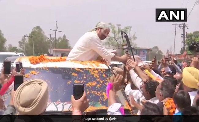 Lok Sabha Elections 2019: Sunny Deol's Gadar Hand Pump