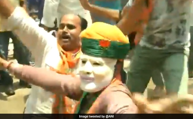 Election Results: कहीं ढोल तो कहीं लड्डुओं से BJP मना रही है जीत का जश्न, VIDEO सोशल मीडिया पर वायरल