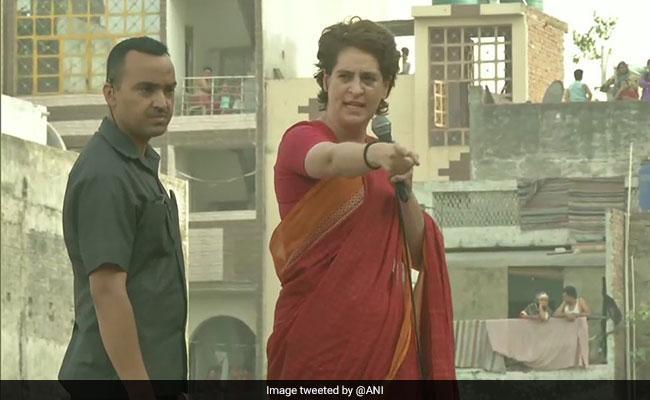 प्रियंका गांधी ने बीजेपी पर कसा तंज- बिना होमवर्क के स्कूल आ जाते हैं फिर कहते हैं नेहरू ने मेरा पर्चा ले लिया