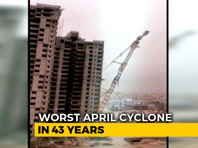 Video : Cyclone Fani: In Video, 250-Foot Crane Crashes Onto Building In Odisha