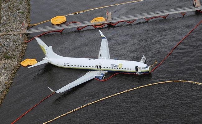Probe Begins After Boeing 737 Slides Off Runway Into Florida River