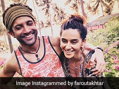 'Beach Bums' Farhan Akhtar And Shibani Dandekar Are Giddy With Joy