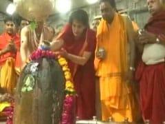 Elections 2019 - Priyanka Gandhi Prays At Mahakaleshwar Temple In Ujjain Before Last Phase Of Voting