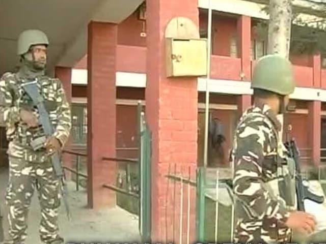 Video : পঞ্চম দফা নির্বাচনের দিন বিক্ষিপ্ত অশান্তি। কাশ্মীরে গ্রেনেড হানা, বাংলায় আহত বিজেপি প্রার্থী