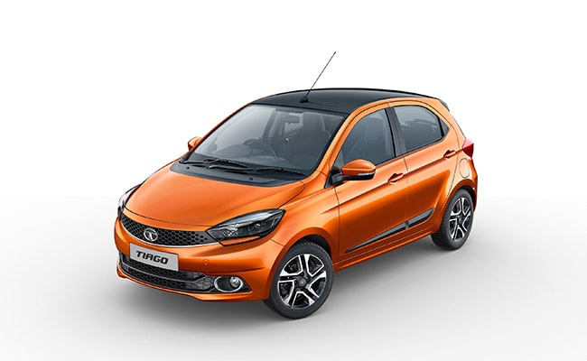 With the addition of the updated safety features, the price of the Tata Tiago now starts at Rs. 4.40 lakh