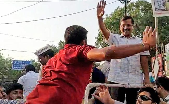Court Admits Suit Against Manoj Tiwari On Arvind Kejriwal's Slap Attack