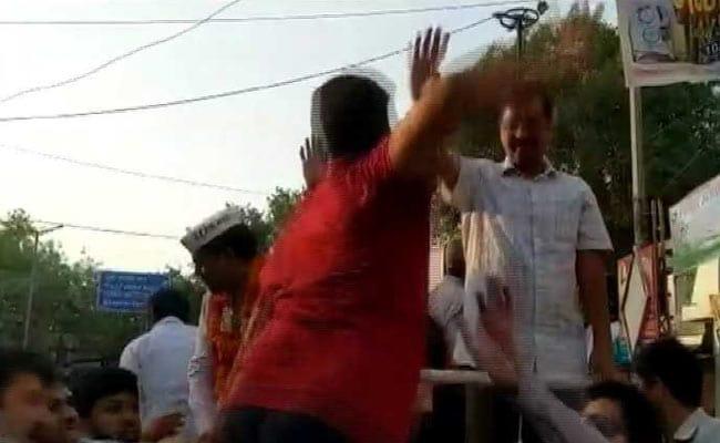 सीएम अरविंद केजरीवाल की सुरक्षा में सेंध, रोड शो के दौरान युवक ने जड़ा थप्पड़, आरोपी हिरासत में