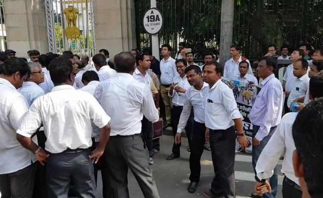 Lawyers On Strike In Bengal, Want Justice After Police Crackdown