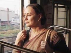 लग्जरी गाड़ी छोड़ लोकल ट्रेन में सफर कर रही हैं आलिया भट्ट की मम्मी, Video हुआ वायरल