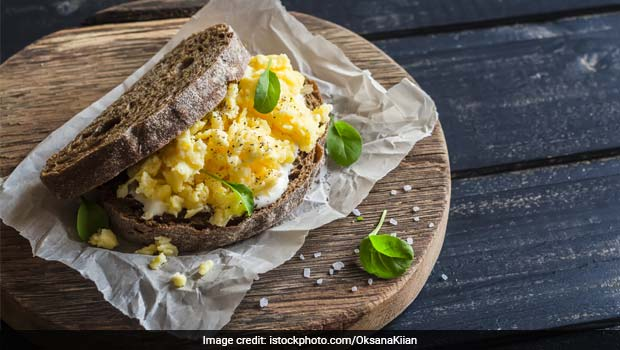 Watch Recipe: High-Protein Cheesy Eggs Pepper Sandwich For Kids
