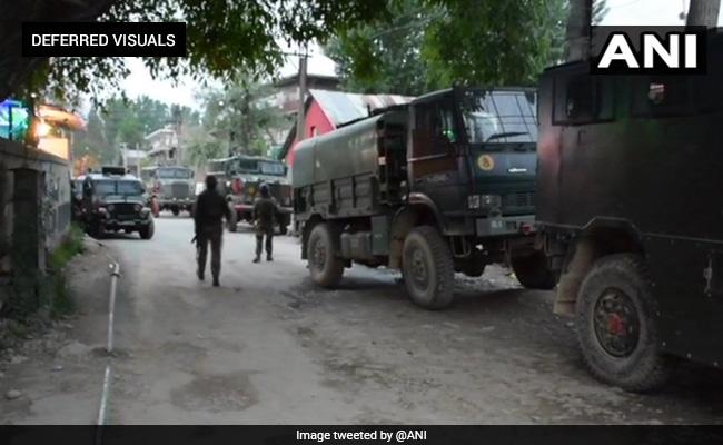 पुलवामा: मुठभेड़ में एक जवान शहीद, 3 आतंकियों को किया गया ढेर, इंटरनेट सर्विस पर लगाई गई रोक