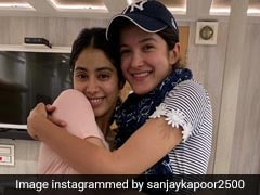 This Pic Of Janhvi And Shanaya Kapoor Is All About Sibling Love