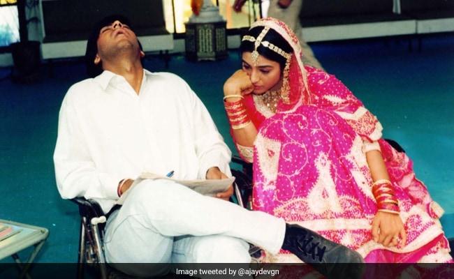 अजय देवगन ने तब्बू के साथ शेयर की फोटो, कुछ इस अंदाज में किया मजाक...Photo हुई वायरल
