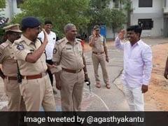 Viral: इंस्पेक्टर से बन गया सांसद, दिखा EX-बॉस तो झट से मारा सैल्यूट, देखते रह गए लोग
