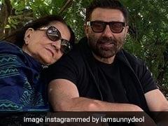 सनी देओल चुनाव के बाद मम्मी के साथ यूं रिलैक्स करते आए नजर, Photo हुई वायरल