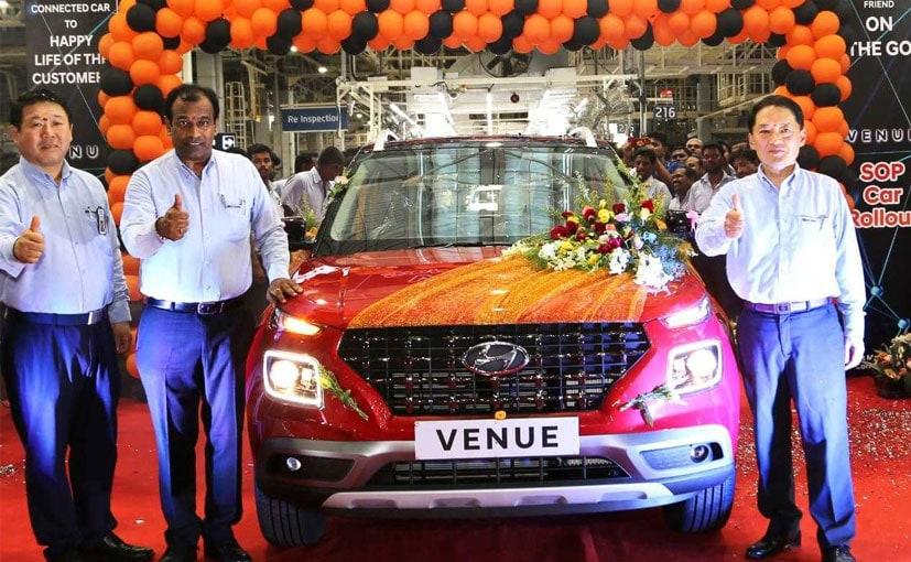 Hyundai Venue Production Rollout: ஹூண்டாய் இந்தியாவின் சிஇஓ கிம் மற்றும் மற்றவர்கள்
