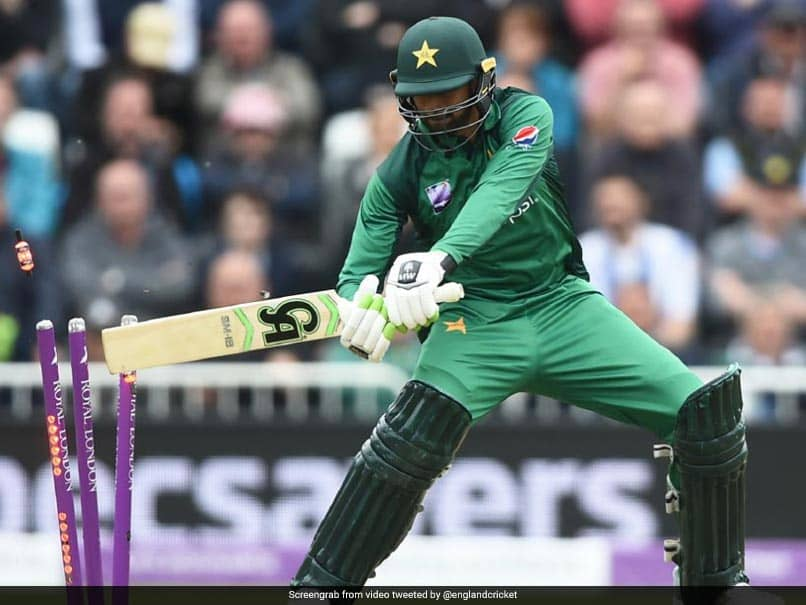 Shoaib Malik Clatters His Own Stumps, Twitter Cant Stop Laughing - Watch