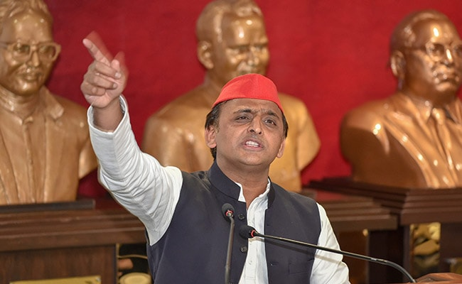 Akhilesh Yadav Meets Governor, Alleges 'Jungle Raj' Prevailing In UP