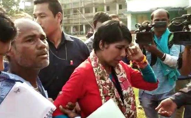 पोलिंग बूथ पर धक्का देकर BJP उम्मीदवार भारती घोष को जमीन पर गिराया, छलके आंसू, टीएमसी पर लगा आरोप