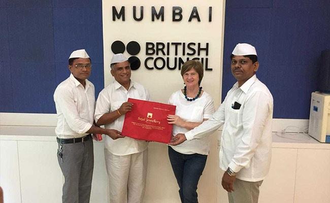 मुंबई : प्रिंस चार्ल्स के दादा बनने पर खुश हुए डब्बे वाले, राजपुत्र को भेजे तोहफे