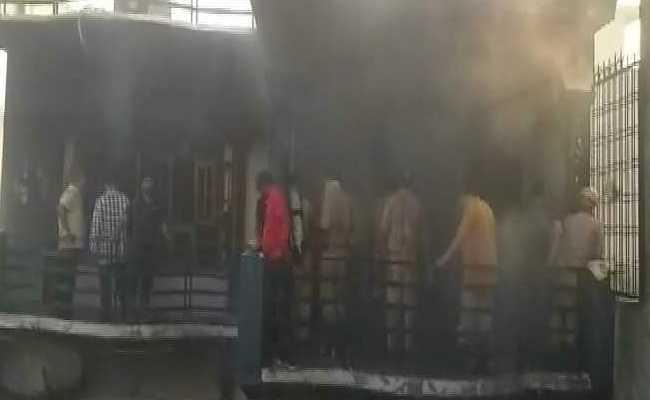 लखनऊ: शॉर्ट सर्किट से आग लगने पर जलकर राख हुआ घर, एक ही परिवार के 5 लोगों की मौत