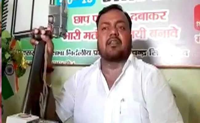 VIDEO: बक्सर में निर्दलीय उम्मीदवार ने प्रेस कॉन्फ्रेंस में लहराया तमंचा, कहा- 'संविधान की रक्षा के लिए...'