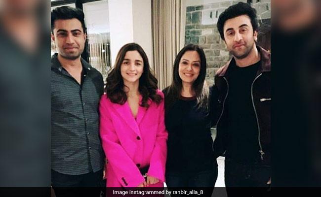 Trending: Alia Bhatt And Ranbir Kapoor Spotted On Reported Vacation In Switzerland