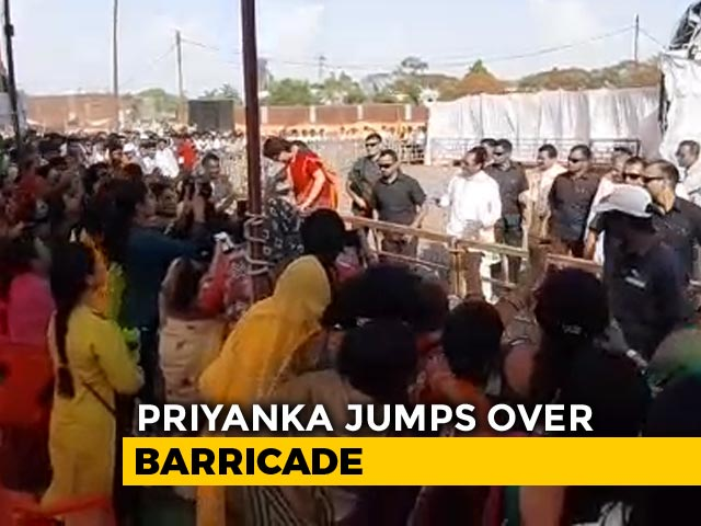 Video : Watch: Priyanka Gandhi Jumps Over Barricade To Meet Supporters