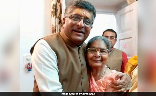 Lok Sabha Polls: Parties And Leaders Tweet Mother's Day Wishes Amid Voting