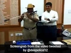 Karnataka Cop Turns His <i>Lathi</i> Into Flute And Netizens Are Full Of Praise