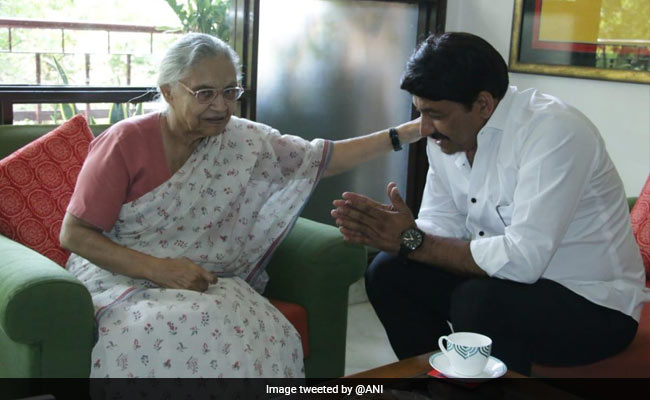 Manoj Tiwari Visits Sheila Dikshit After Winning Delhi North East Lok Sabha Seat