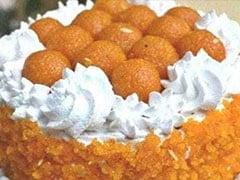Election Results 2019: जीत के जश्न में BJP ने बनवाए स्पेशल लड्डू केक और 50 किलो कमल मिठाई, देखें फोटो