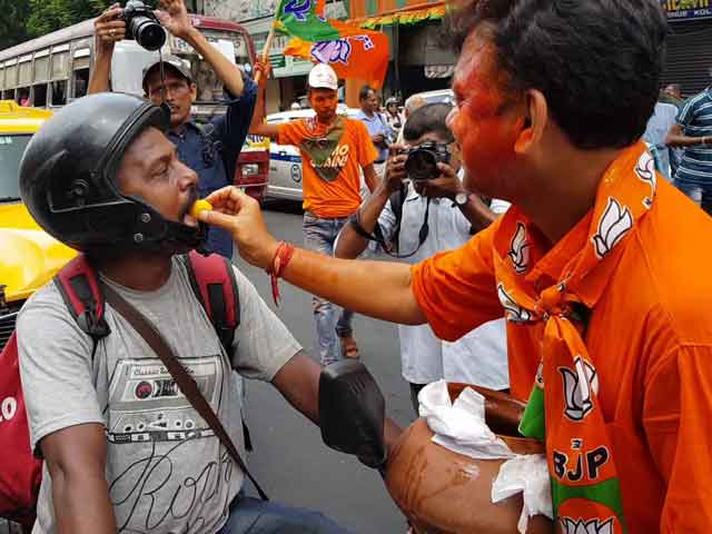 Video : BJP Supporters In West Bengal Celebrate With Saffron Rosogollas
