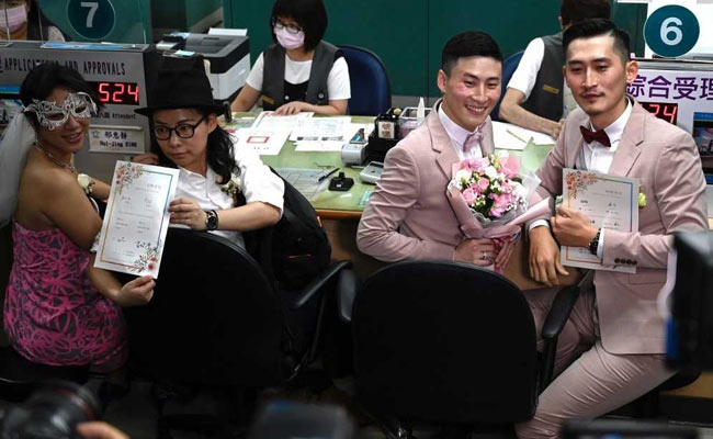 Taiwan: Hundreds of newly Wednesday  gay couples make history