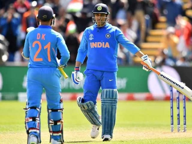 MS Dhoni Stops While Batting To Set The Field For Bangladesh - Watch