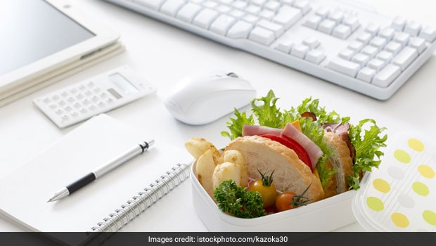 5 Brilliant Hacks To Pack Mess-Free Lunch For Work