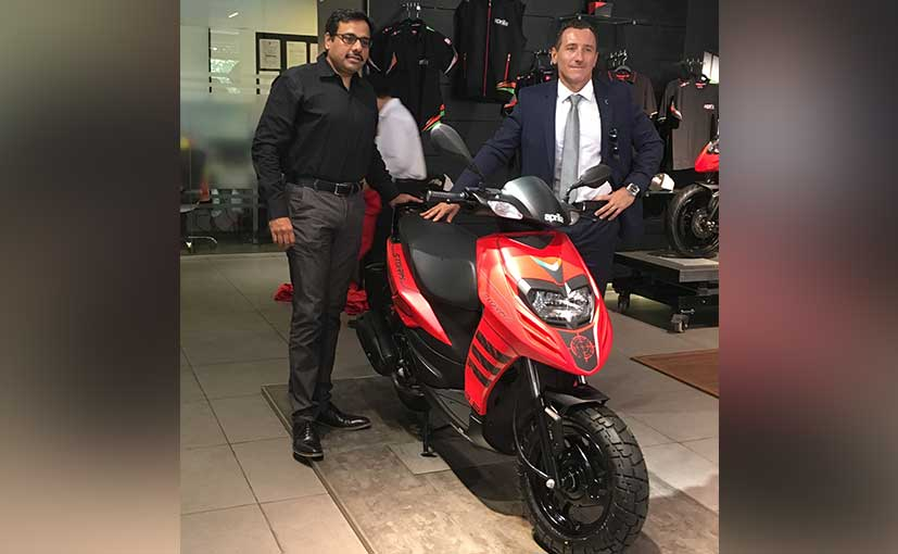 Diego Graffi, MD & CEO, and Ashish Yakhmi, Head of 2-wheeler business with the new Aprilia Storm