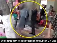 BF ने नहीं दिलाया स्मार्टफोन तो गर्लफ्रेंड ने बीच सड़क जड़े 52 बार थप्पड़, जमकर काटा बवाल, देखें VIDEO